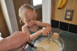 Adding flour poco a poco: tap, tap, tap
